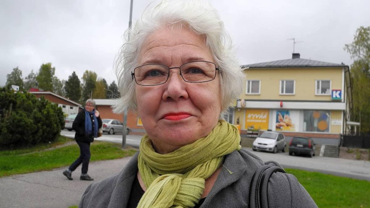Inkeri Ojanen on nuorisoseura Nysän puheenjohtaja Kuoreveden Suinulassa.