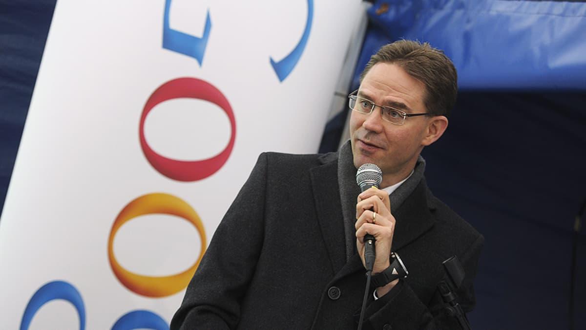 Pääministeri Jyrki Katainen puhumassa Googlen Haminan datakeskuksessa.