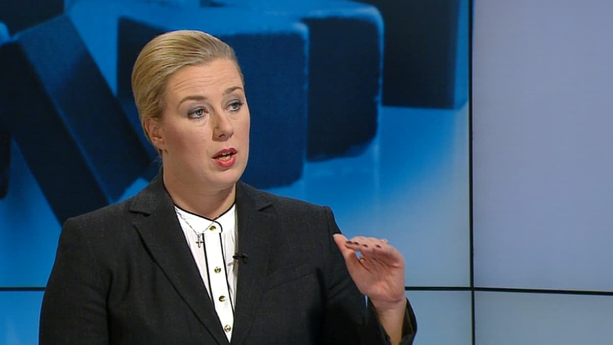Valtiovarainministeri Jutta Urpilainen Yle Uutisten studiovieraana.