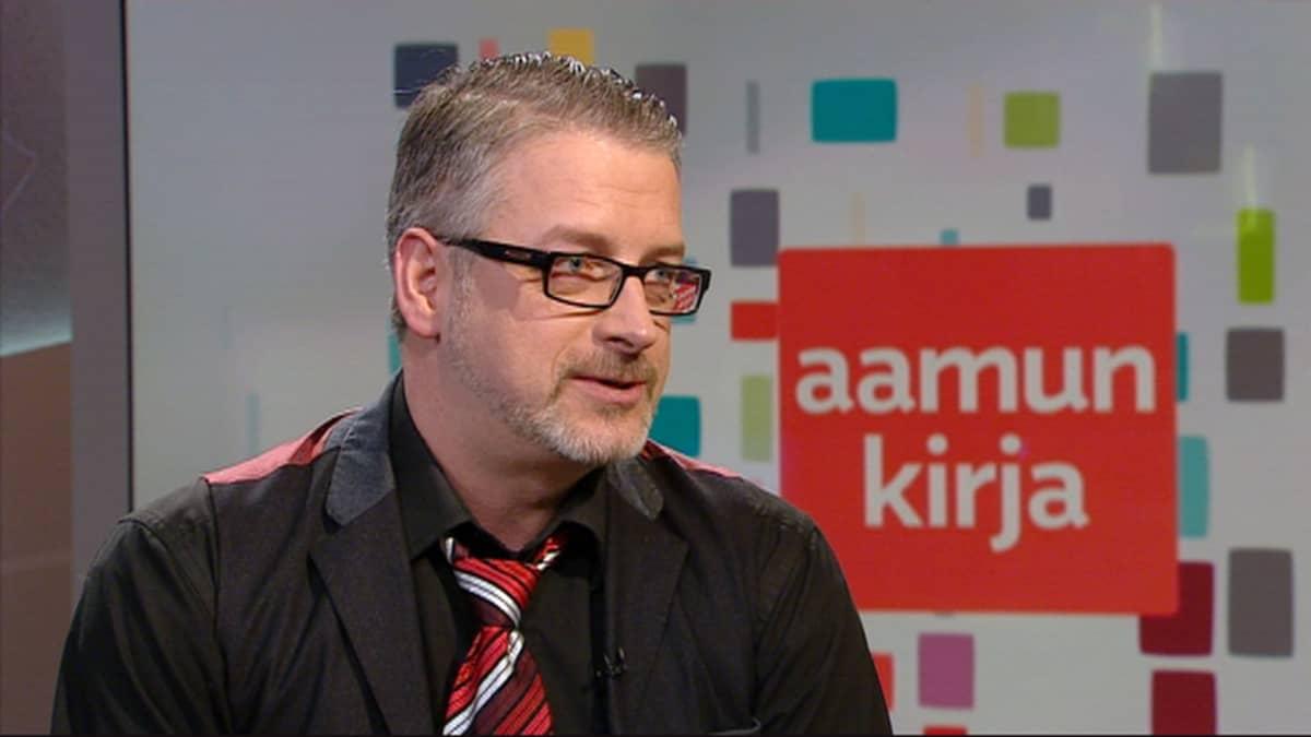 Kirjailija ja poliisi Marko Kilpi.