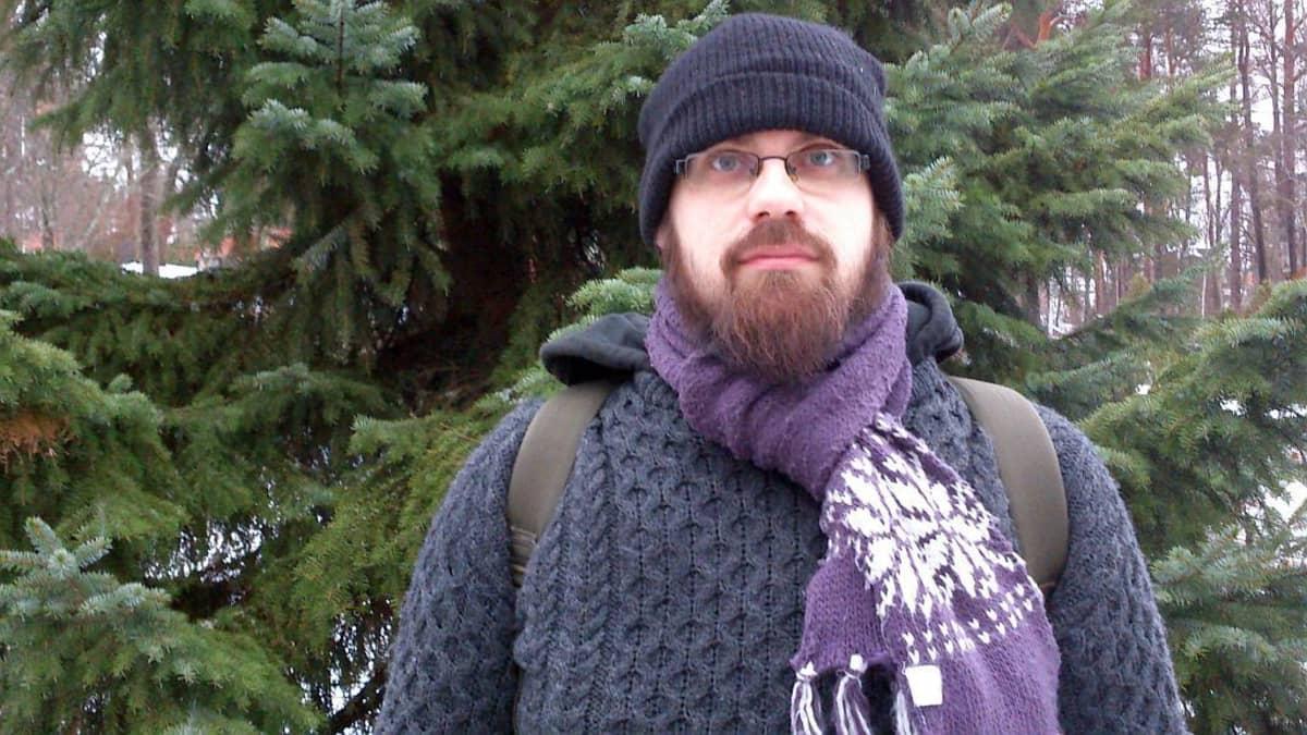 Uskonnollisen Karhun kansa yhteisön puheenjohtaja on Oskari Ratinen.