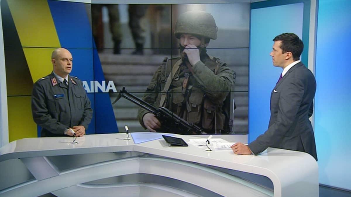 Everstiluutnantti Pentti Forsström kommentoi Ukrainan tilannetta aamun tv-uutisissa sunnuntaina.