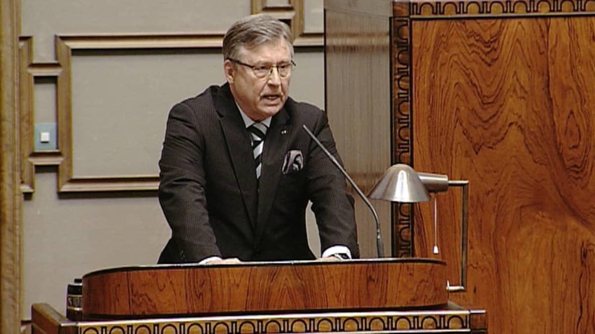 Eduskunnan ulkoasiainvaliokunnan varapuheenjohtaja Pertti Salolainen.