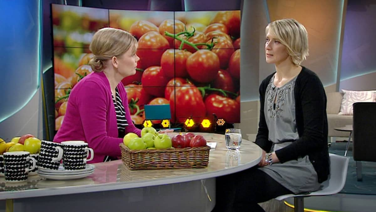 Aamu-tv:n vieraana oli Kuluttajaliiton elintarvikeasiantuntija Annikka Marniemi (oik.).