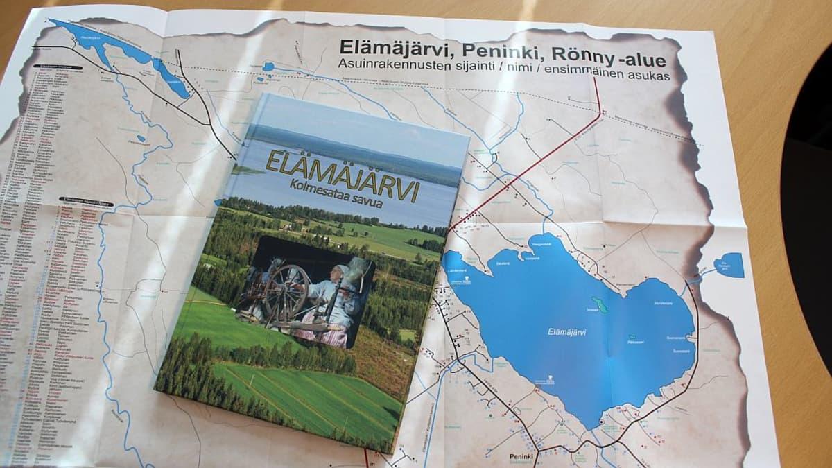 Elämäjärvi -kirjan takakannen taskusta löytyy selkeä kyläkartta.