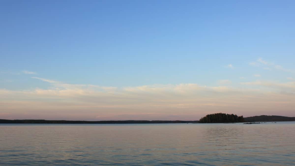 Järvimaisema Kivijärven rannalta Kannonkoskelta katsottuna.