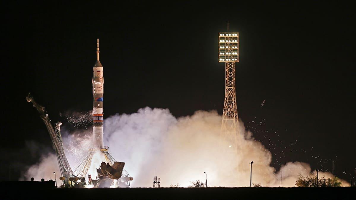 Venäläinen Sojuz-alus lähdössä maasta.