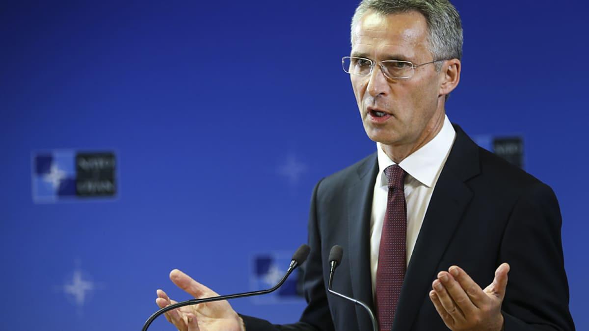 Naton uusi pääsihteeri Jens Stoltenberg lehdistötilaisuudessa Naton päämajassa.