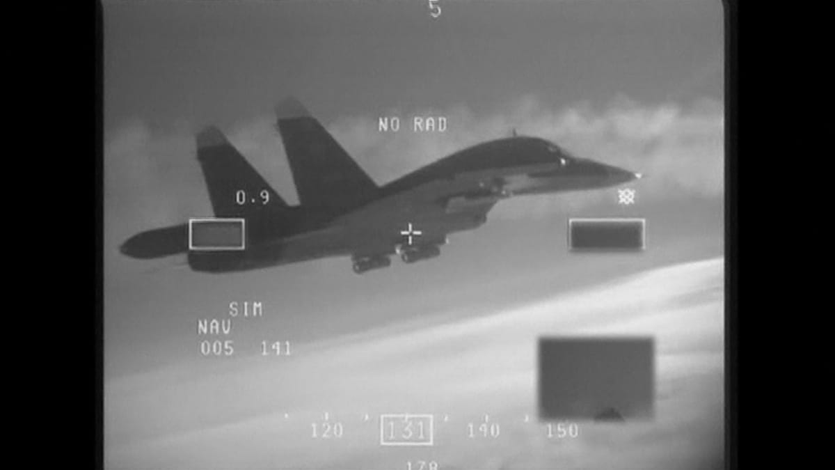 Hollannin ilmavoimien hävittäjästä kuvatulla videolla näkyy, miten Naton hävittäjät tunnistivat ryhmän venäläishävittäjiä kansainvälisessä ilmatilassa Itämeren yllä.