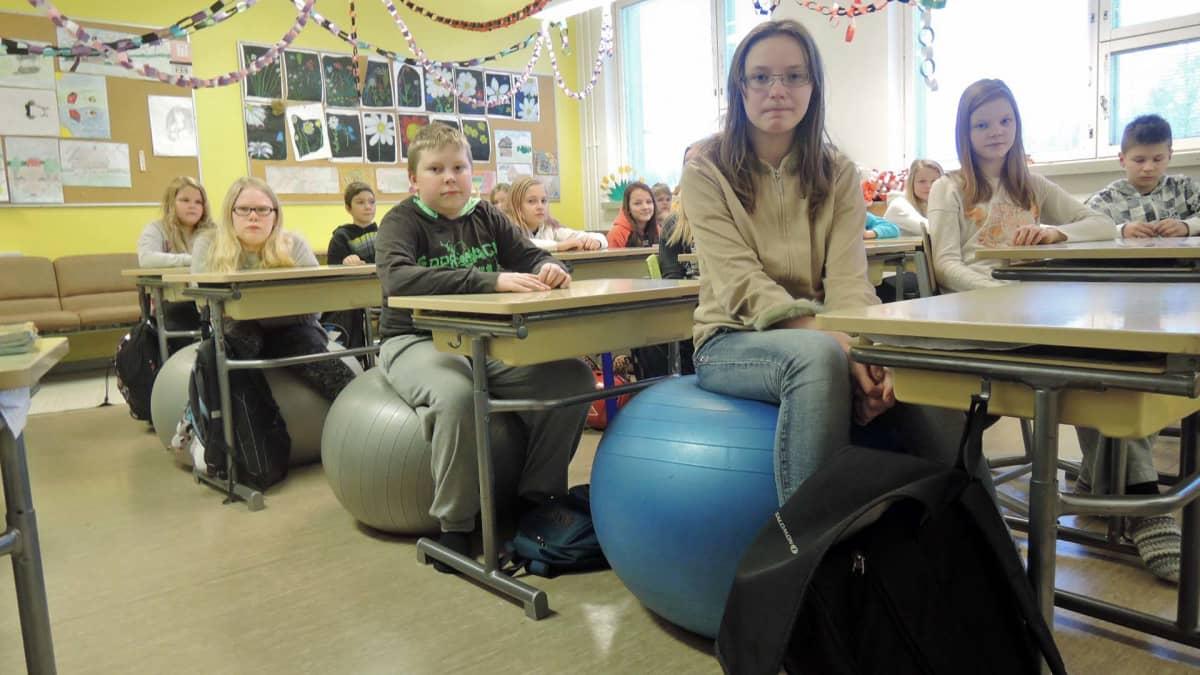 Jumppapallo koululuokka palloistuin