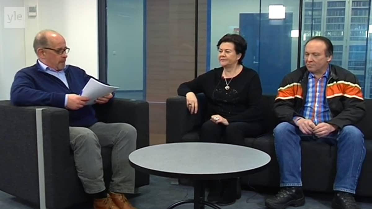 Pekka Autio, Aila Paloniemi (kesk.) ja Teuvo Hakkarainen (ps.)