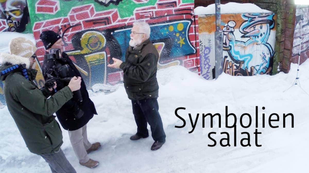 Symbolien salat -sarjan esimmäisessä osassa professori Reijo Heikkinen ja toimittaja Harri Nousiainen tutustuttavat meidät Oulun symboleihin.