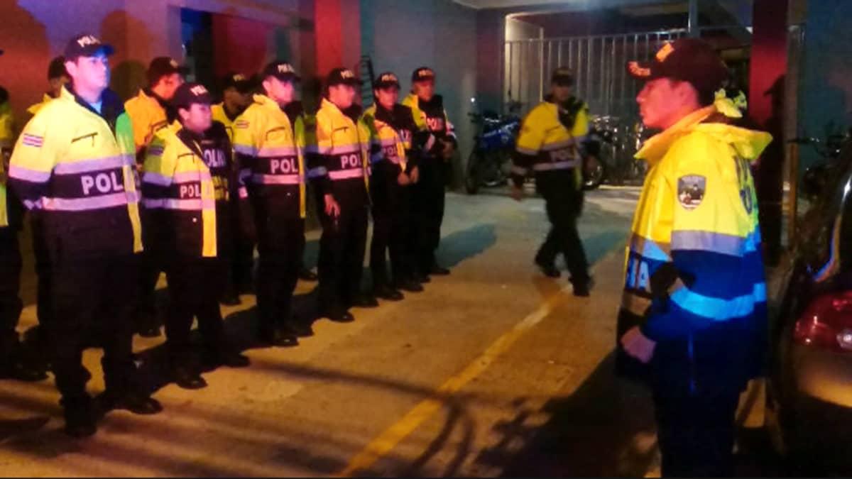 Poliisien käskynjako Costa Ricassa.