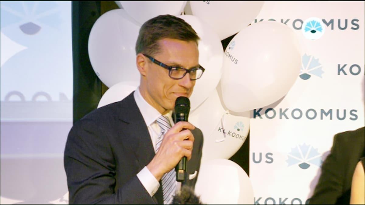Alexander Stubb puhuu Kokoomuksen vaalivalvojaisissa Helsingissä.