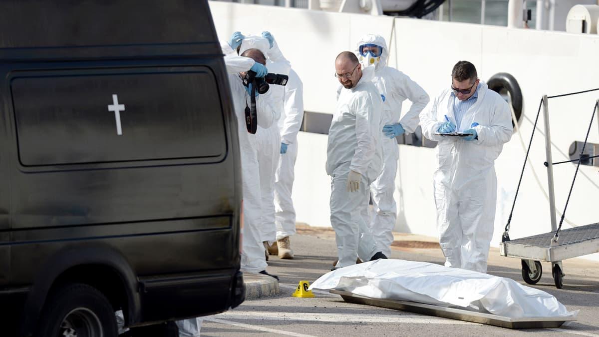 Siirtolaisia kuljettaneen kalastaja-aluksen uppoamisessa menehtynyneen ruumis dokumentoitiin Maltalla