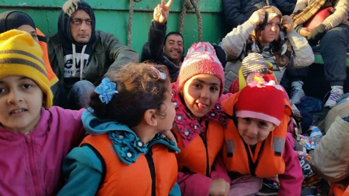 Egyptistä kohti Eurooppaa matkaan lähteneitä siirtolaisia laivallaan Välimerellä huhtikuun lopulla.
