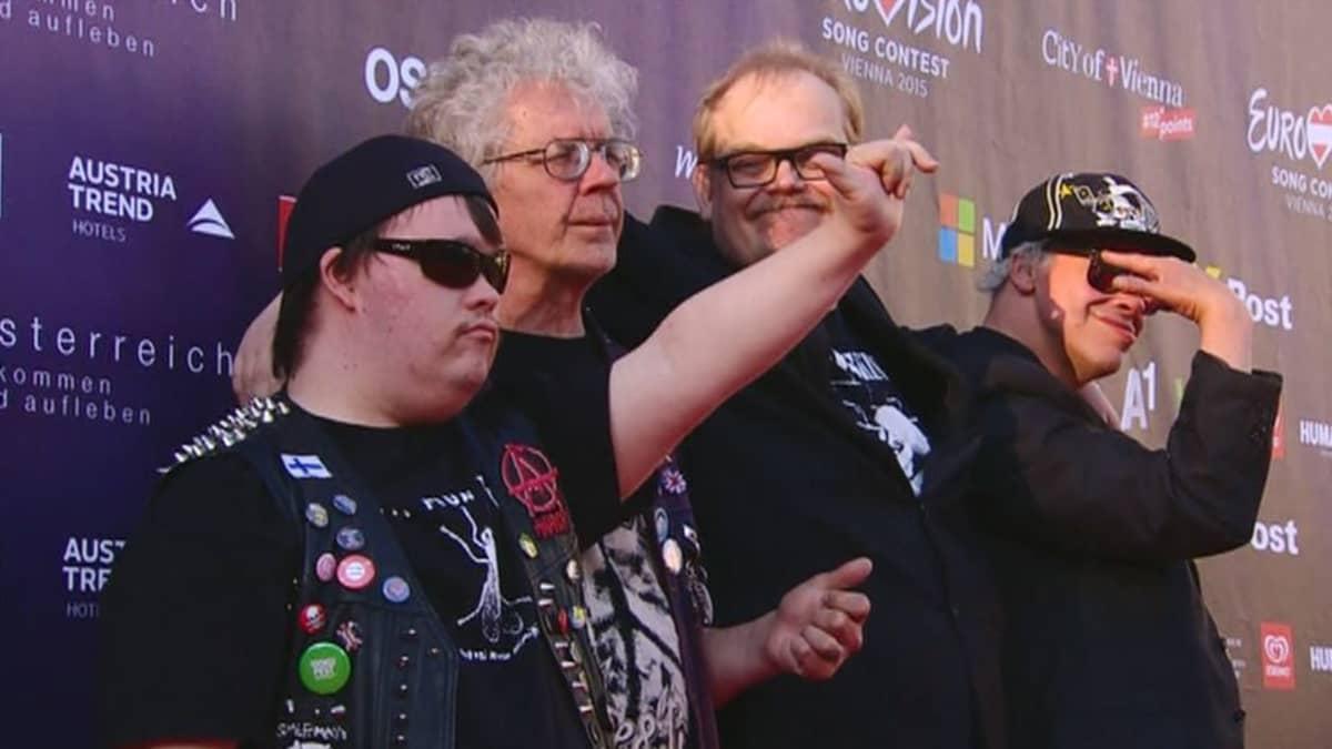 Pertti Kurikan Nimipäivät -yhtye Euroviisuissa 17. toukokuuta.