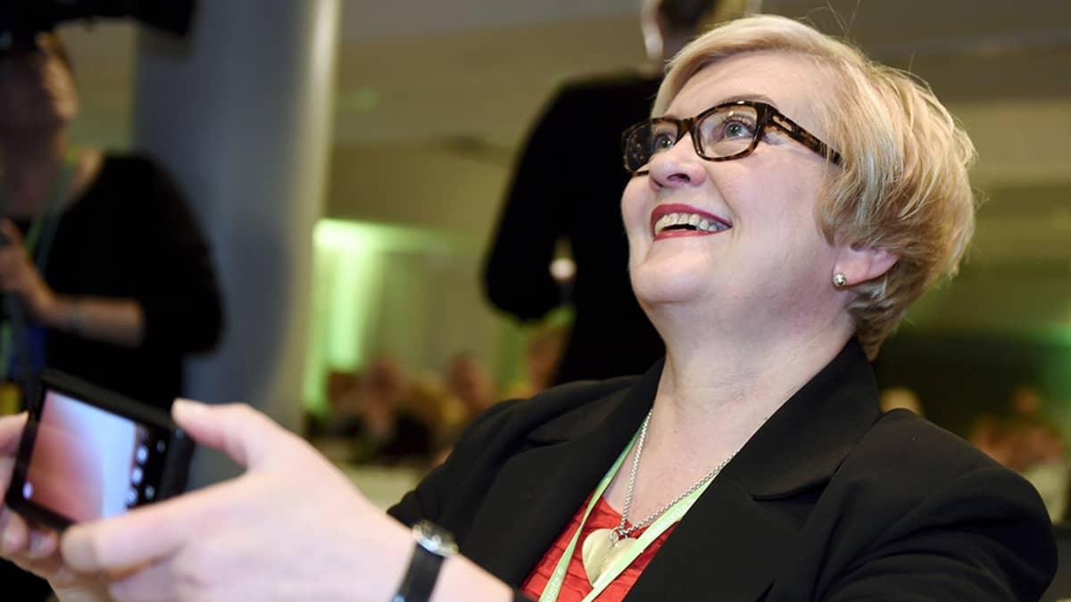 Keskustan varapuheenjohtaja Anu Vehviläinen Keskustan puoluevaltuuston ja eduskuntaryhmän yhteiskokouksessa Helsingissä 27. toukokuuta 2015