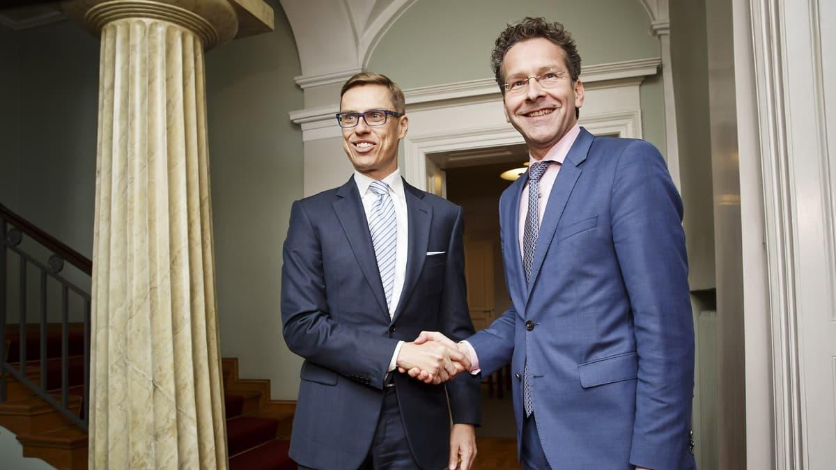 Valtiovarainministeri Alexander Stubb (vas.) tapasi Hollannin valtiovarainministeri Jeroen Dijsselbloemin Helsingissä 10. kesäkuuta.