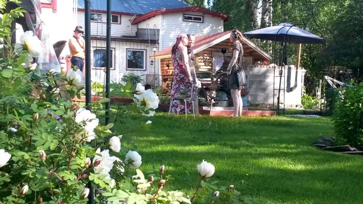 Romuromanttinen puutarha on Irmeli Karjalaisen käsialaa.