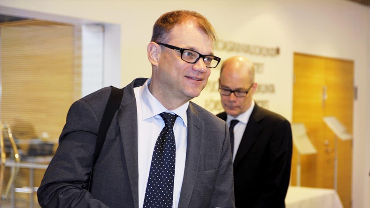 Pääministeri Juha Sipilä (kesk) saapuu Suureen valiokuntaan Helsingissä 16. heinäkuuta