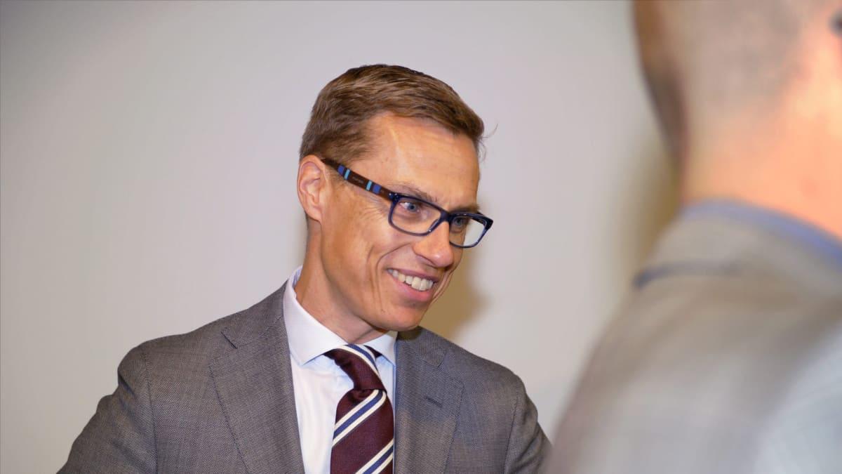 Valtiovarainministeri Alexander Stubb Suuren valiokunnan edustalla Helsingissä 16. heinäkuuta 2015.