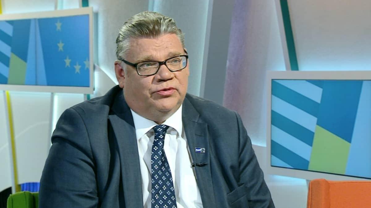 Ulkoministeri Timo Soini arvioi Kreikalle myönnettyä tukipakettia, perussuomalaisten toimintaa ja Ukrainan tilannetta.