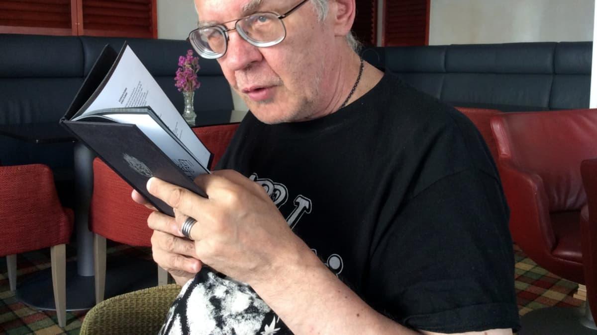 Kalevi Helvitti alias Pertti Kurikka