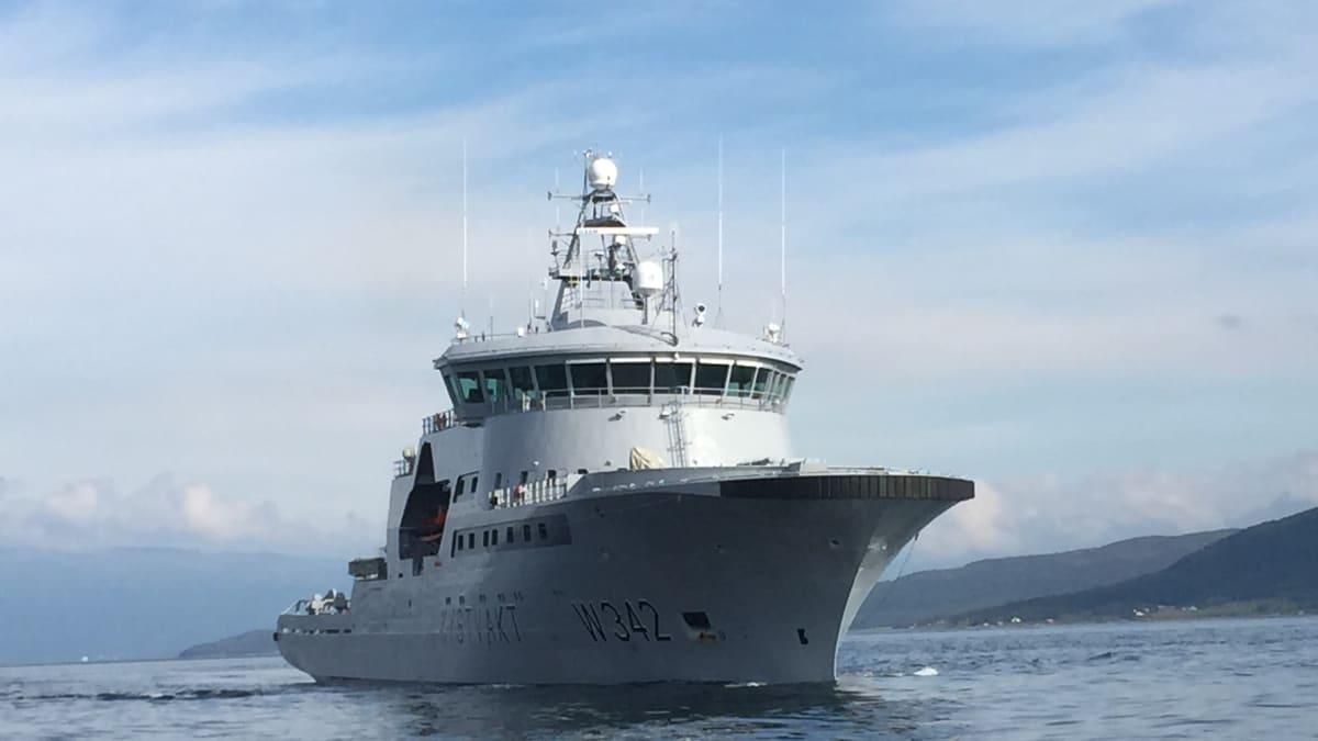 Norjan Rannikkovartioston partiolaiva Sortland matkalla Huippuvuorten vesiltä kotisatamaan Sortlandiin