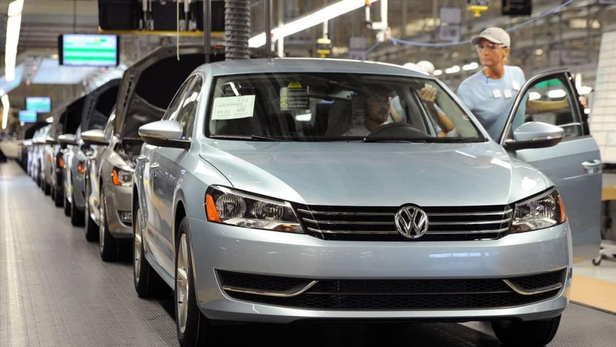 Volkswagenin autoja valmistajan tehtaalla Tenneseessä, Yhdysvalloissa, tammikuussa 2012.
