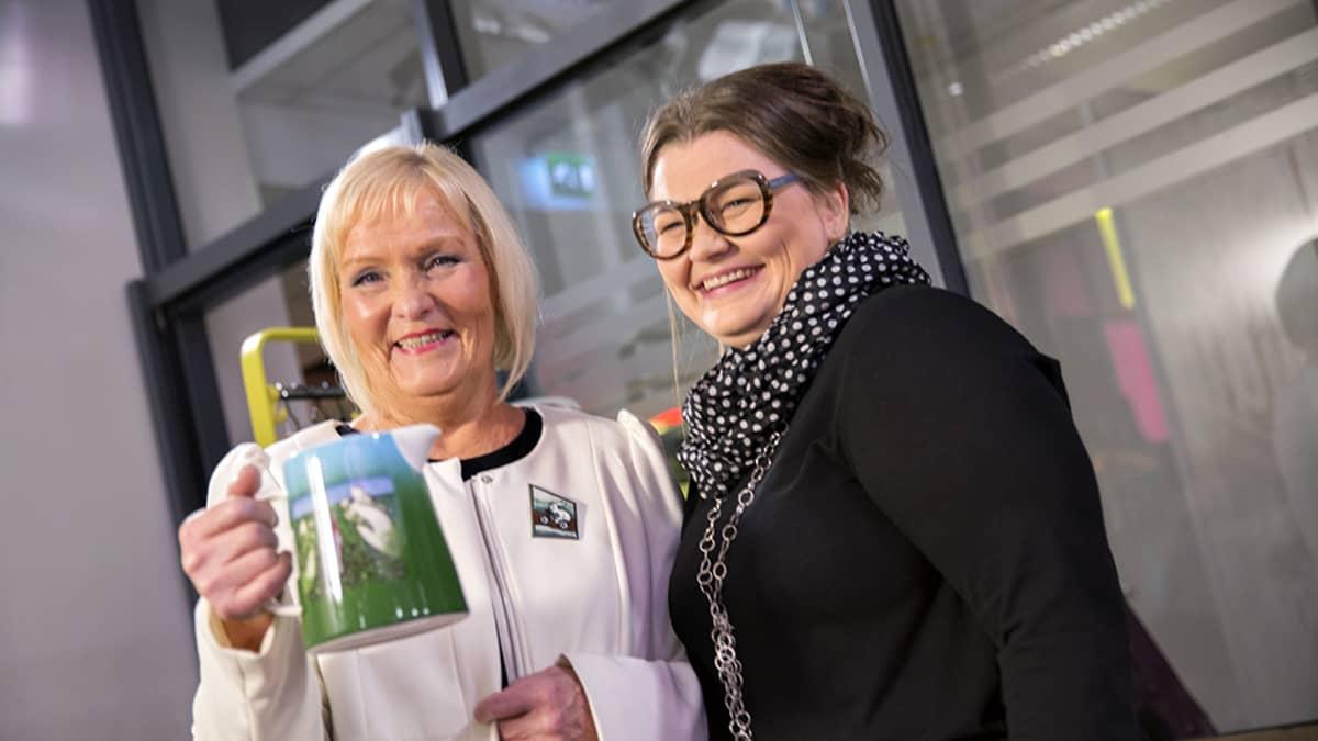 Heljä Liukko-Sundström ja Jasmin Anoschkin.