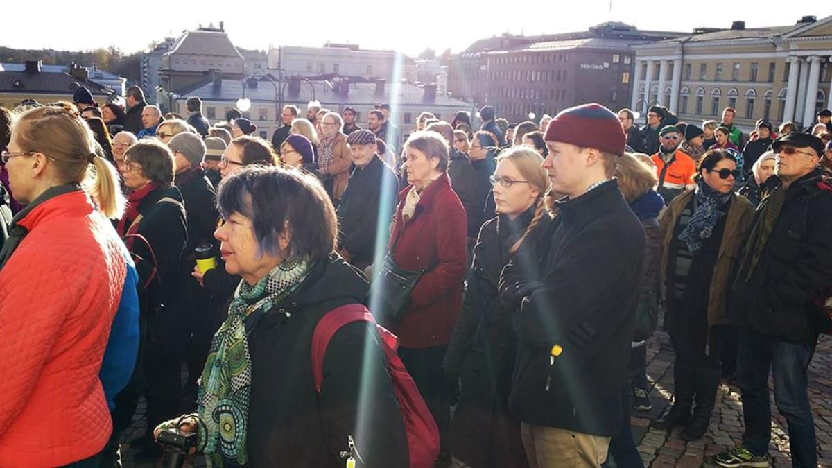 Useiden eri uskonnollisten yhteisöjen edustajat vetoavat mielenilmauksella tänään rauhan puolesta Helsingissä.