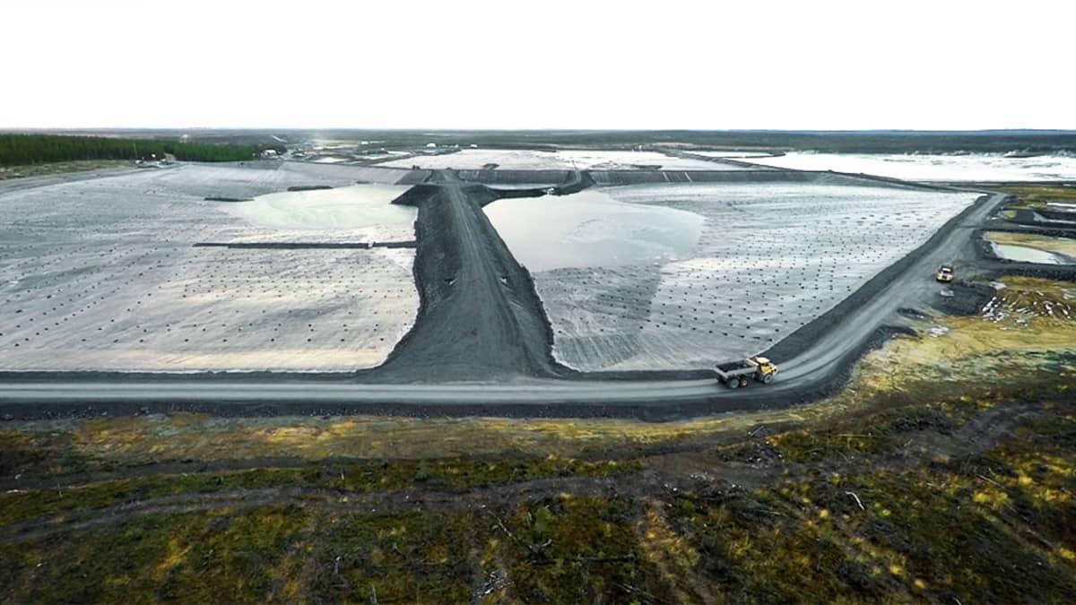 Kittilän kultakaivoksen jätevesialtaita lokakuussa 2015.