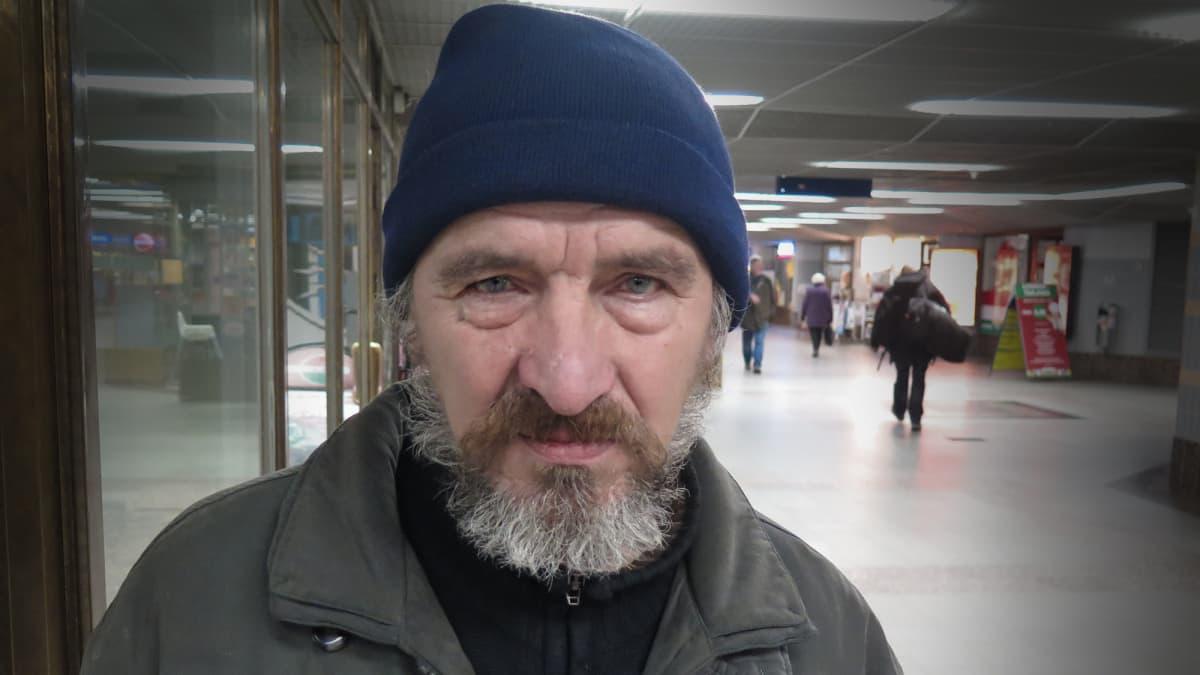 Asunnoton Hessu Tampereen rautatieaseman tunnelissa