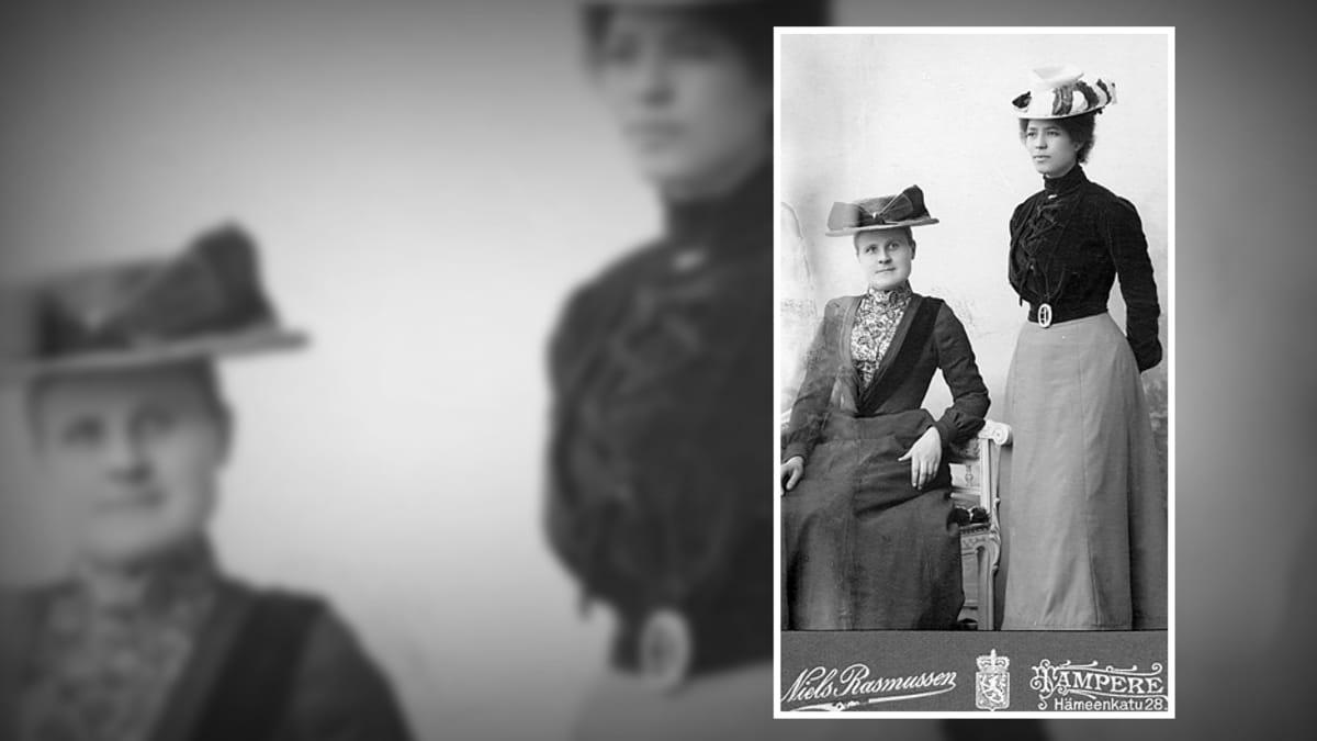 Kaksi naista, Rosa Clay kuvassa oikealla