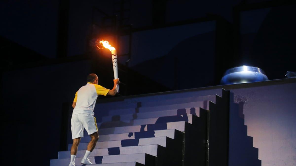 Vanderlei de Lima sytytti olympiatulen.
