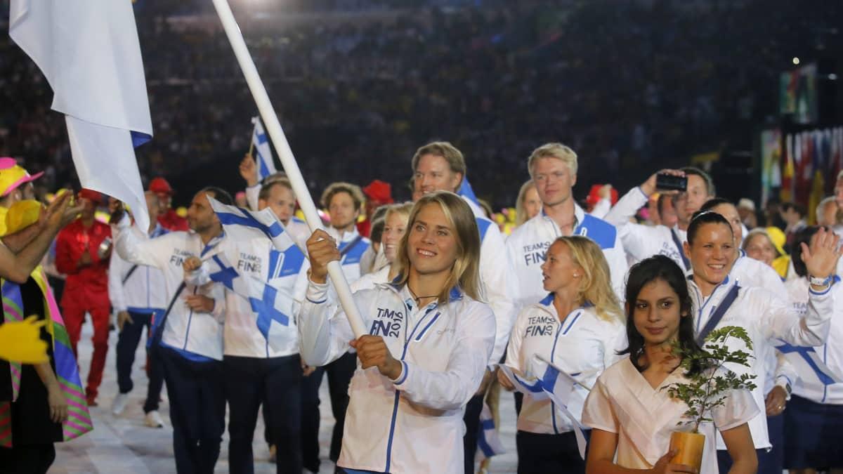 Suomen joukkue marssii Rion avajaisissa