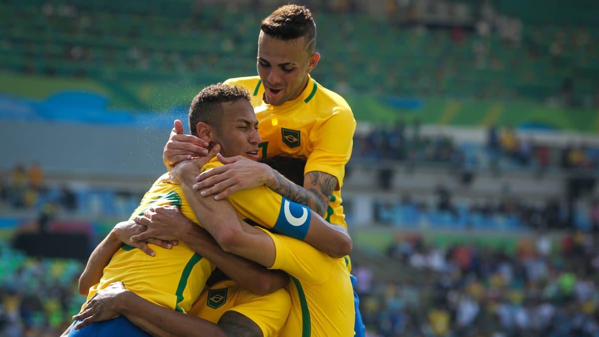 Brasilian jalkapallomaajoukkue Riossa juhlii