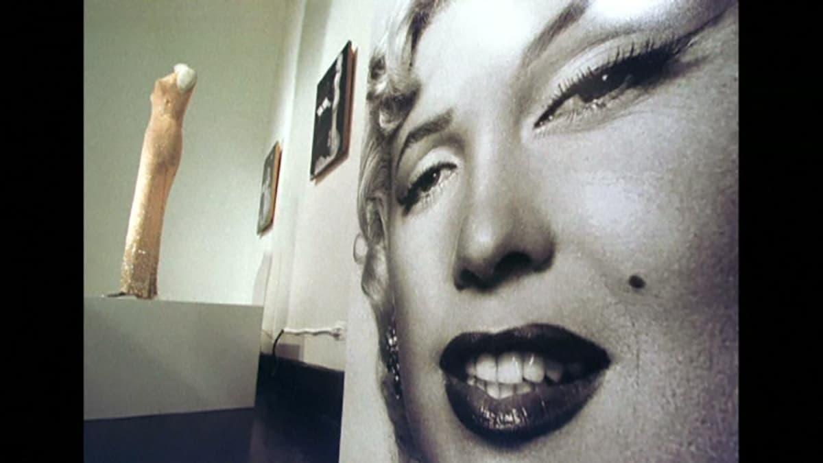 Marilyn Monroen mekko museossa.