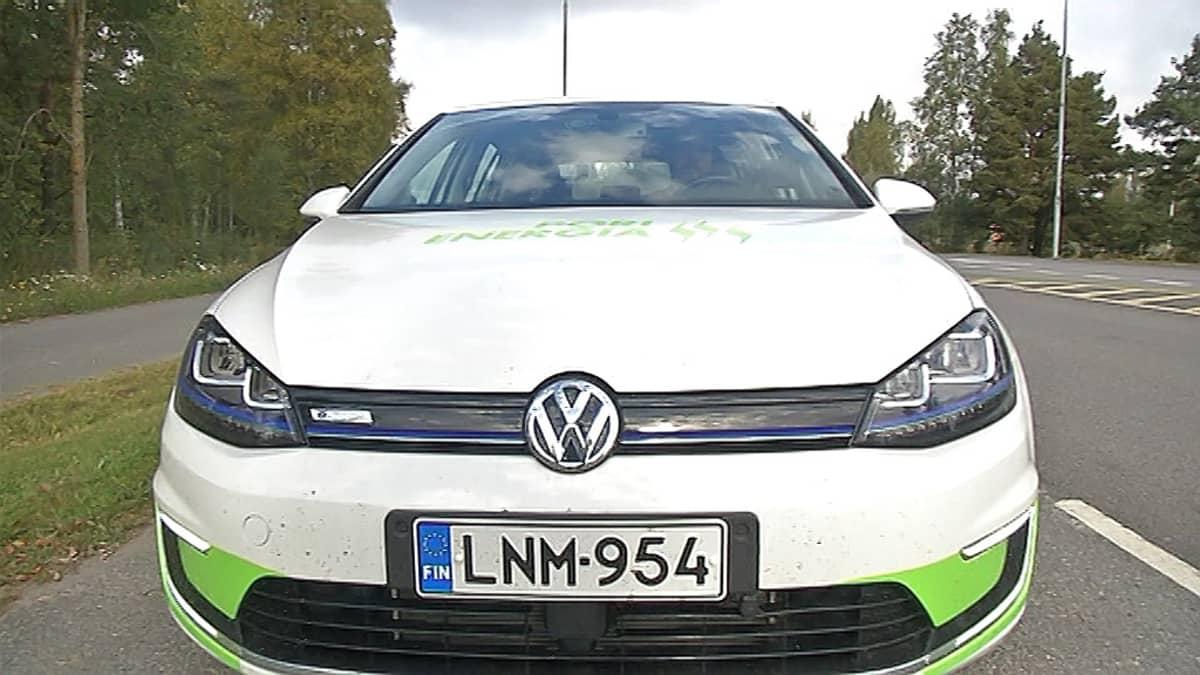 Sähköauto Volkswagen E-golf.