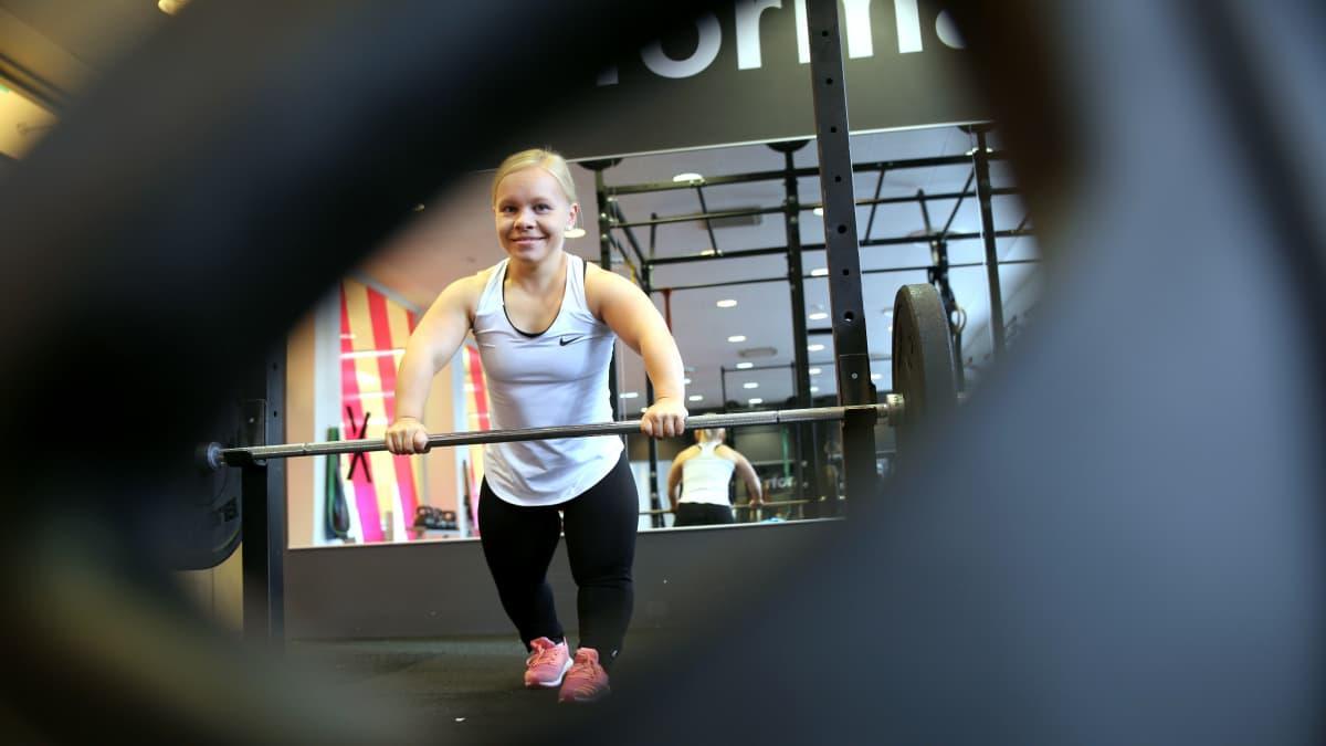 Jenni Kuusela voimanosto lyhytkasvuisuus