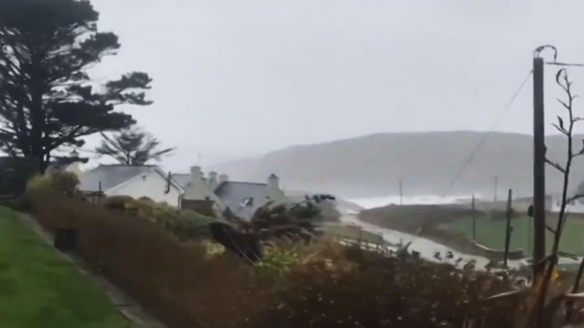 Ophelia-myrsky Irlannissa.