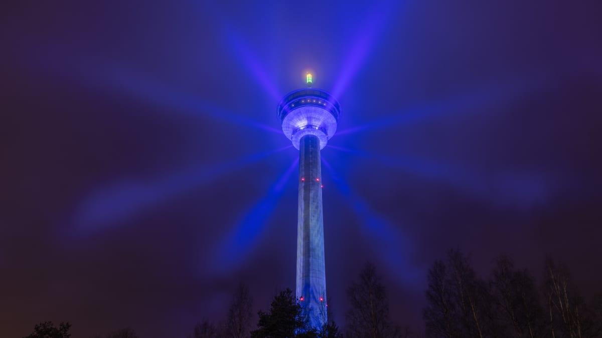 Sinisellä valaistu Näsinneula