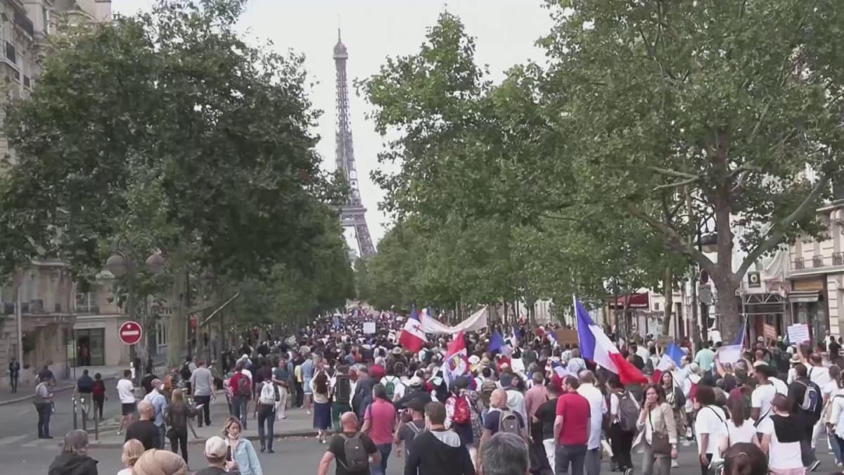 Pariisissa tuhannet vastustivat taas koronapassia ja vaativat vapautta
