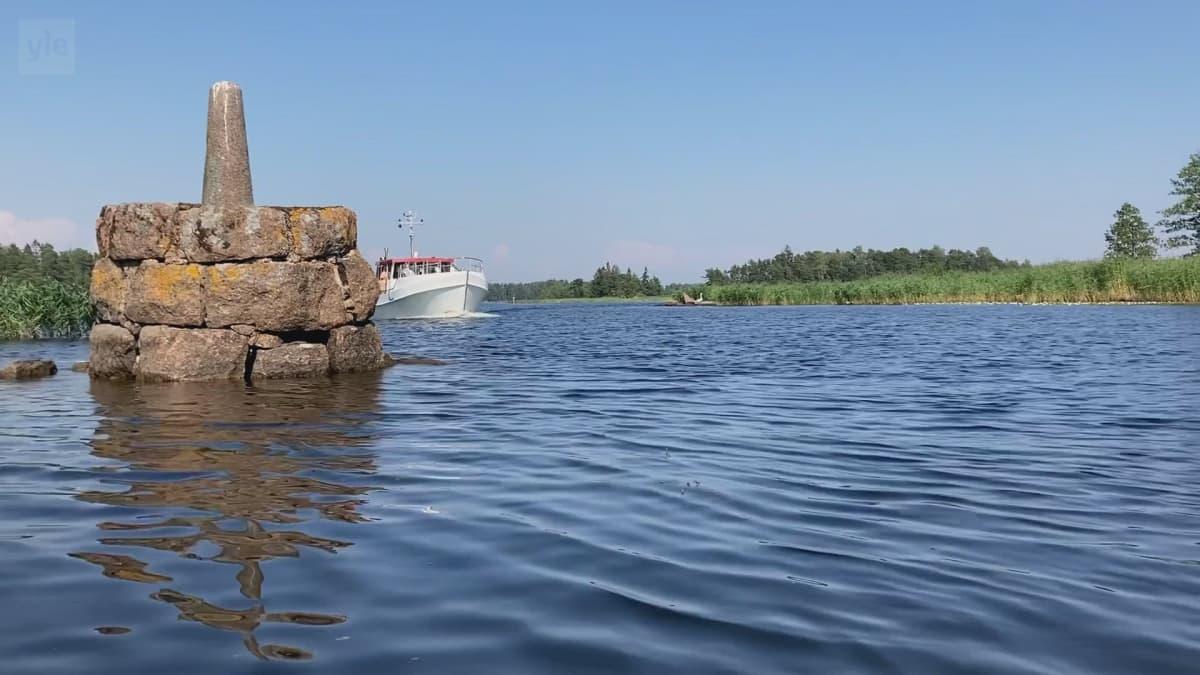 Vesillä liikkuu usein samanaikaisesti erikokoisia kulkuneuvoja. Video: Eija Heikkilä / Yle