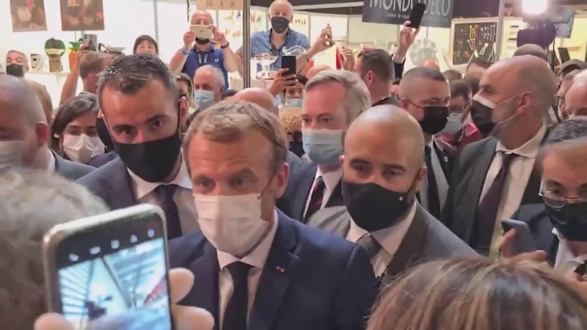 Ranskan presidenttiä heitettiin kananmunalla