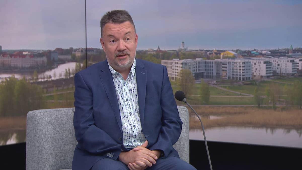 Maahanmuuttoviraston ylijohtaja Jari Kähkönen kommentoi Ruotsin uutta maahanmuuttolakia Ylen aamussa.