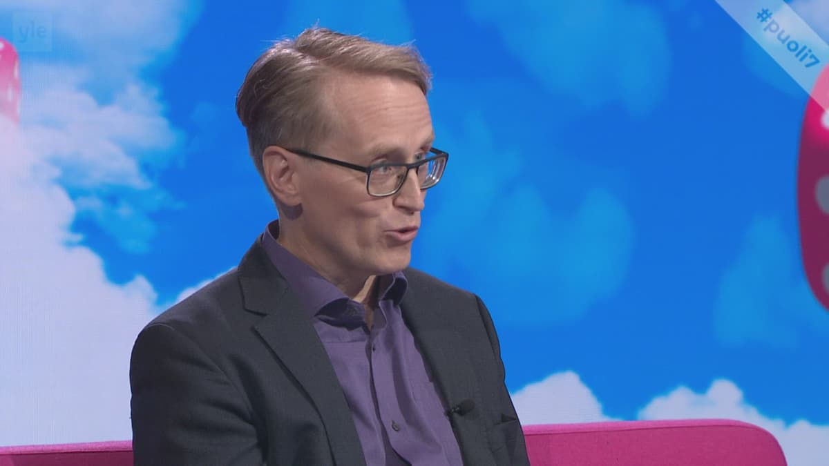"""Havaintopsykologian tutkija Jukka Häkkinen salaliittoteorioihin uskovista: """"Jos ihmisellä on joku teoria maailmasta, niin ei se helposti muutu."""""""