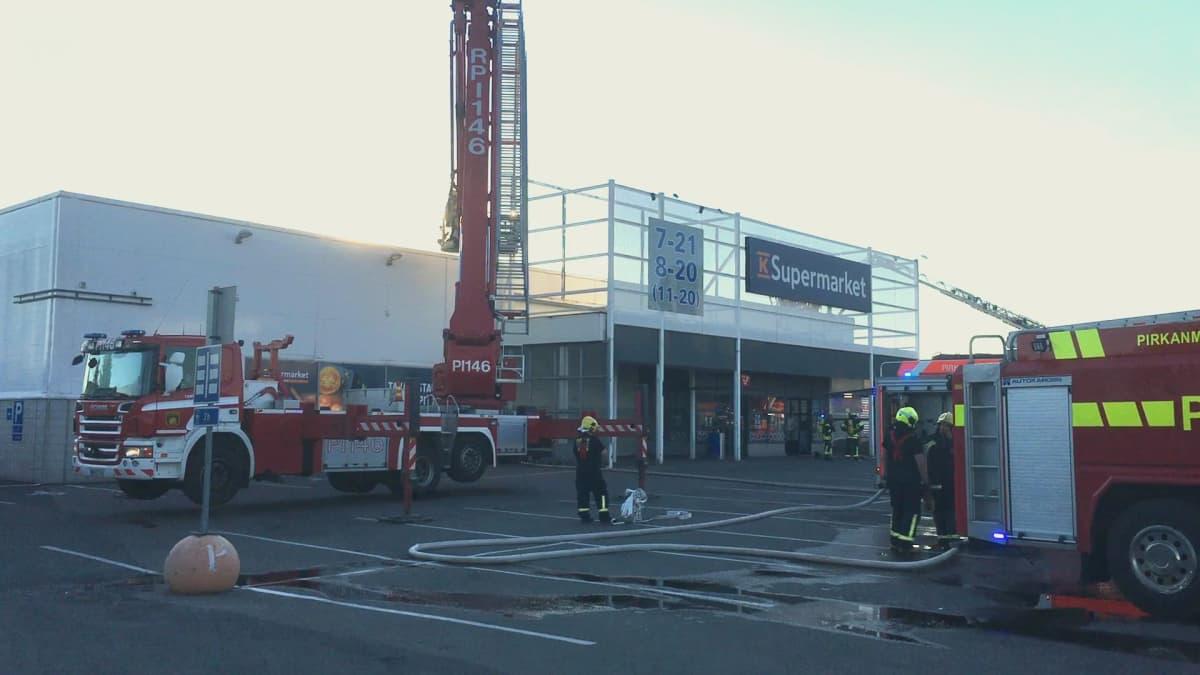 Tampereen Nekalassa K-Supermarketissa tulipalo