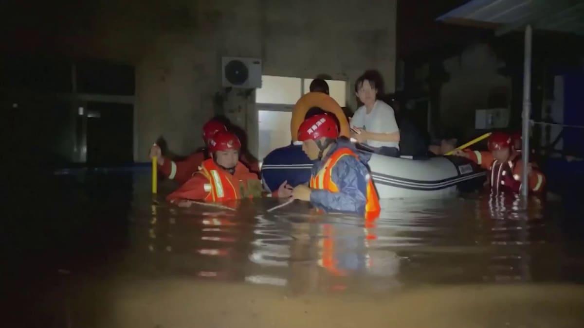 Kiinan tulvatuhojen pelastustyöt jatkuvat